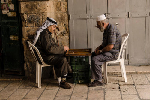 Arab-men-playing-chess-72dpi-700×466-500×333